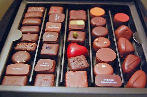 chocolate-chocolates-food-heart-photography-Favim.com-50684
